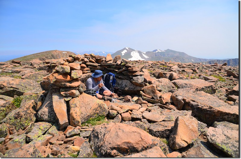 The rock shelter on the summit of Mount Flora