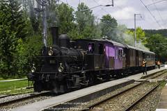 E 3/3 8494 in Le Pont mit Zug richtung Le Brassus