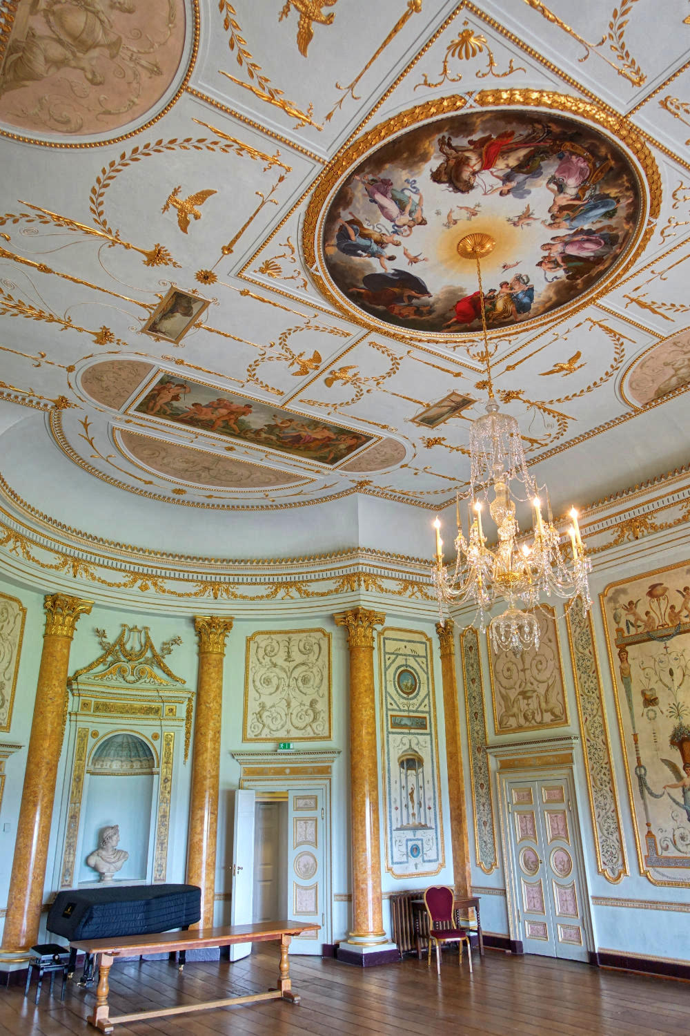 State Music Room at Stowe House, Buckinghamshire. Credit Daderot