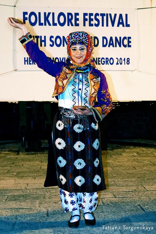 Женщина из фольклорного ансамбля из Бурсы