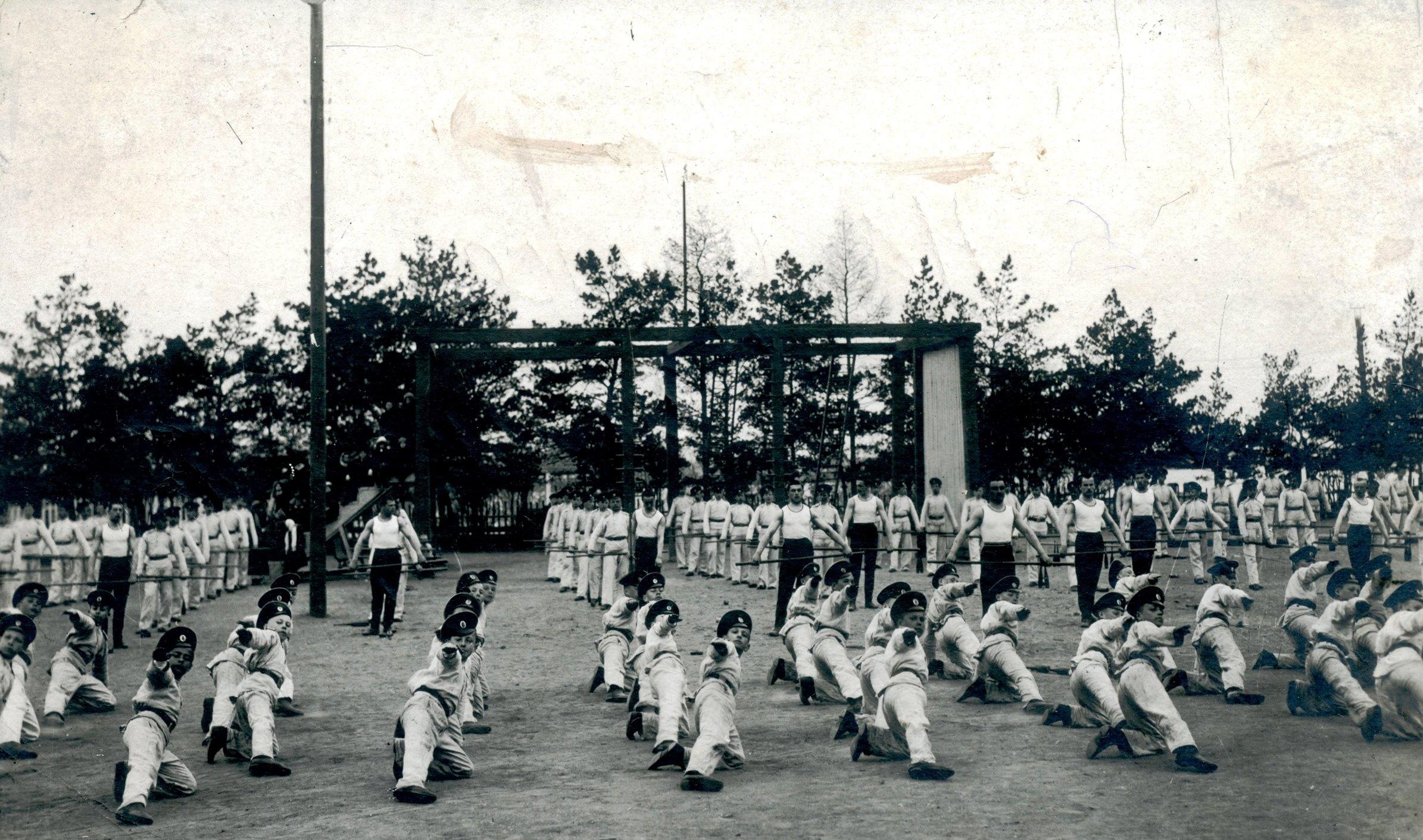Сокольская гимнастика. Показательные выступления кадет. 2 мая 1913