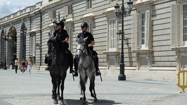 Madrid , polizia a cavallo ., Fujifilm X-T10, XF18-55mmF2.8-4 R LM OIS