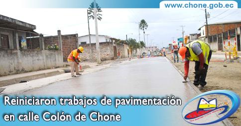 Reiniciaron trabajos de pavimentación en calle Colón de Chone