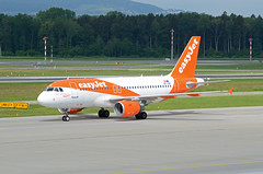easyJet Europe Airbus A319-111 OE-LQX