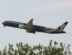 Air New Zealand B777-319ER ZK-OKQ taking off at LHR/EGLL
