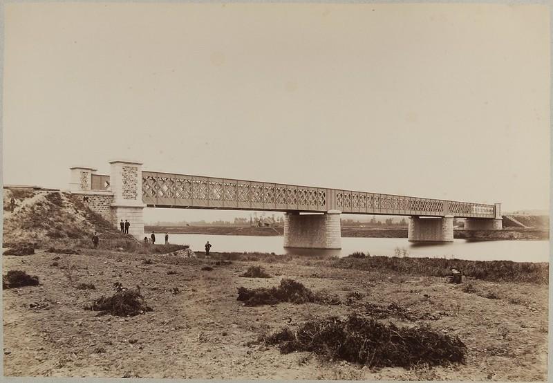 Мост в Шуази-ле-Руе. Общий вид