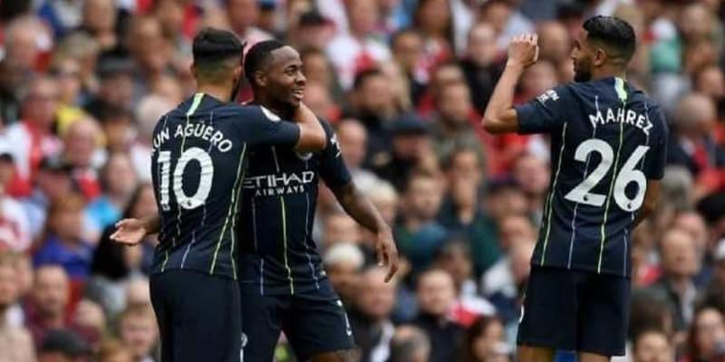Pep Guardiola Rayu Raheem Sterling Supaya Perpanjang Kontrak di Manchester City