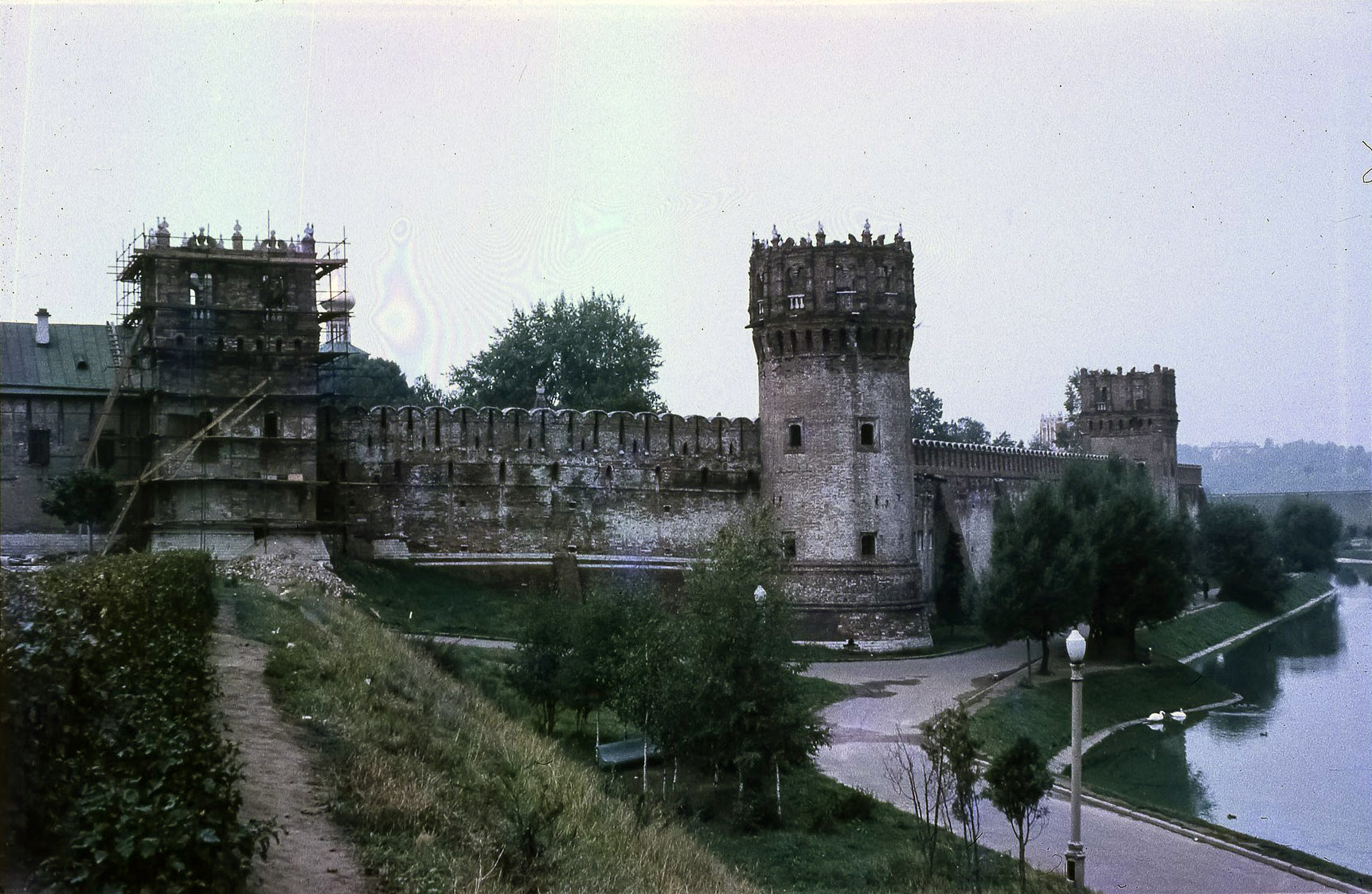 Новодевичий монастырь. Стена Новодевичьего монастыря