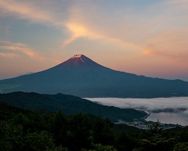 June  Fuji in the morning glow