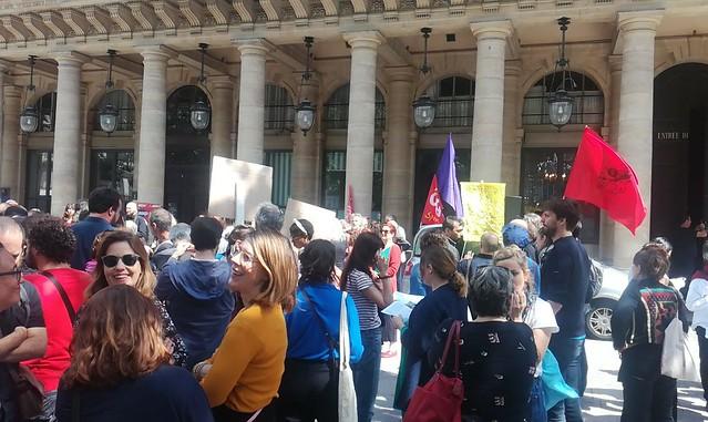 Rassemblement des artistes auteurs devant le ministère de la Culture