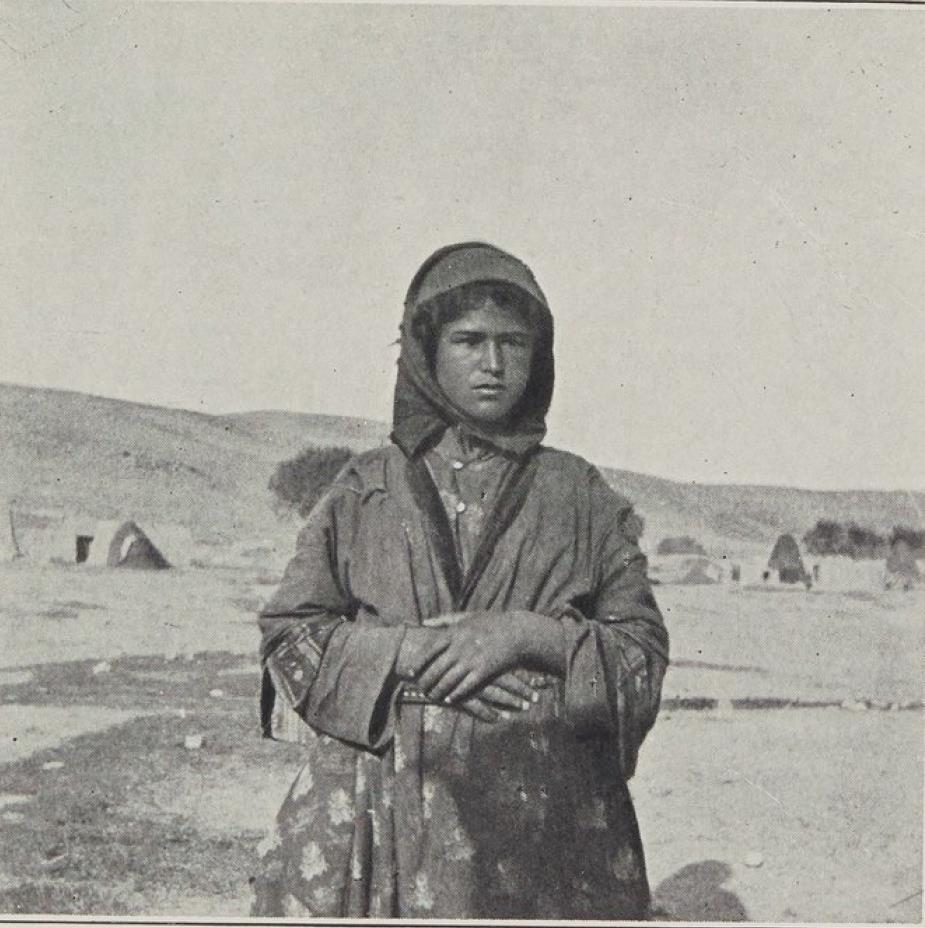 12. Курдская девушка