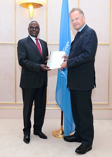 NEW PERMANENT REPRESENTATIVE OF KENYA PRESENTS CREDENTIALS TO THE DIRECTOR-GENERAL OF THE UNITED NATIONS OFFICE AT GENEVA