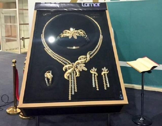 3410 A Saudi Company (Taiba Gold) produces 33 KG Gold Set – World's Heaviest 01