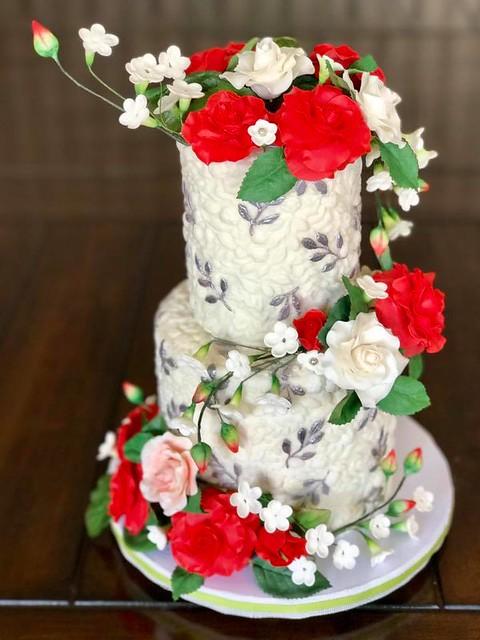 Cake by Seonaid Mcvey-Carlson of Creative Cakes