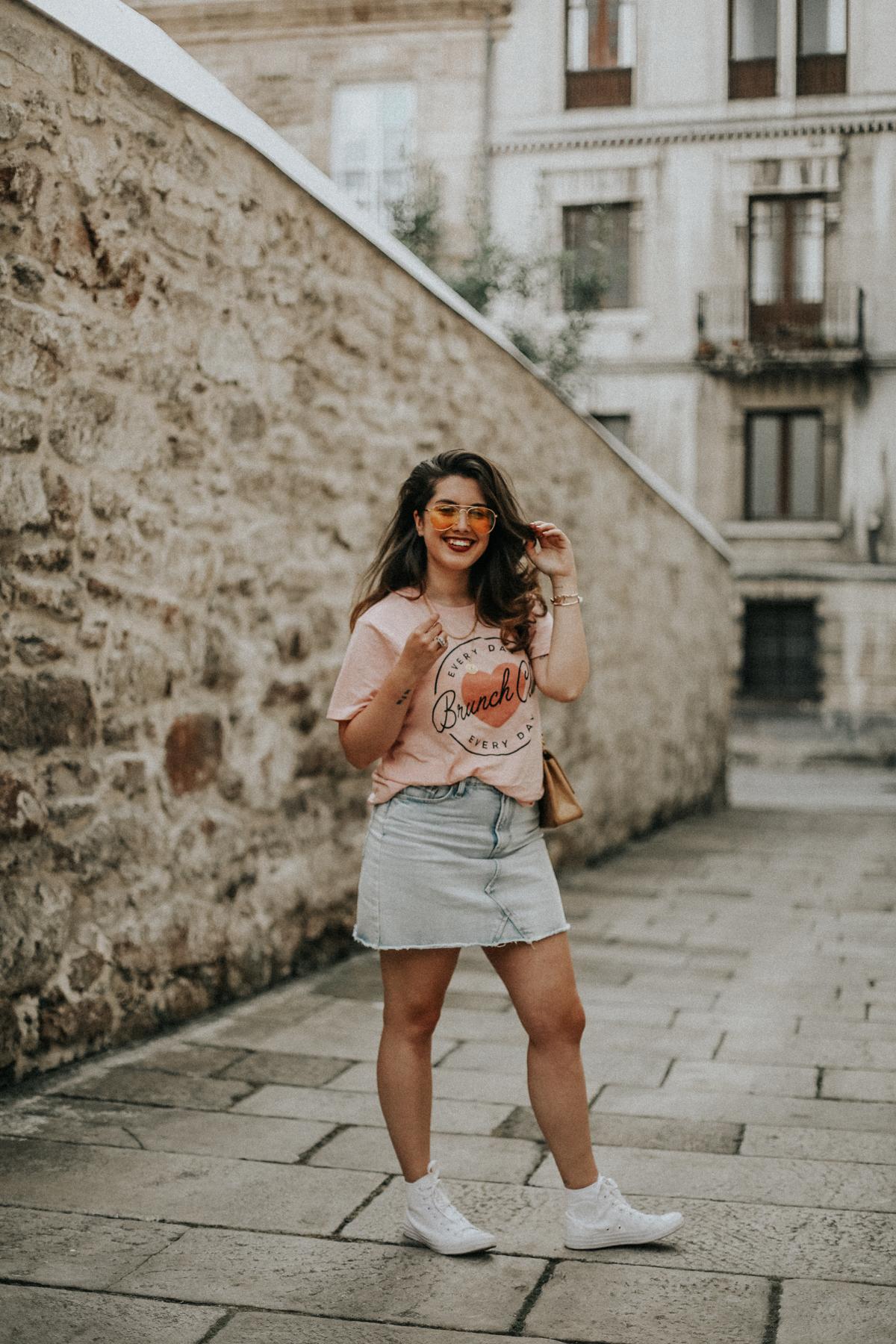 look-falda-vaquera-joanie-clothing-brunch-tee-myblueberrynightsblog