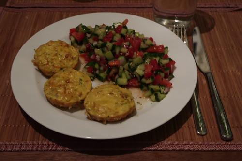 Persische Kartoffelomelette zu persischem Tomaten-Gurkensalat