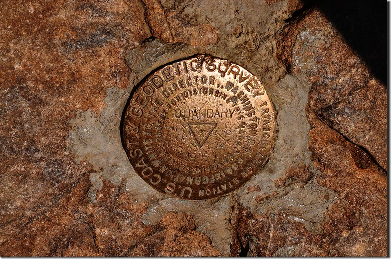 Benchmark on the summit of Quandary Peak (5)