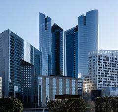 Hi-res shot of Société Générale building at Paris La Défense