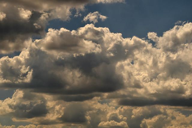 clouds 170611006, Nikon D3300, AF-S Zoom-Nikkor 24-85mm f/3.5-4.5G IF-ED