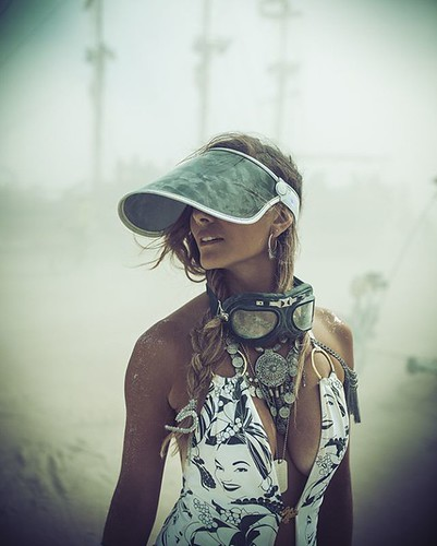 #sailingondust w/ @gabrielamonteiro13 #industwetrust #burnergirls #iamjohannes