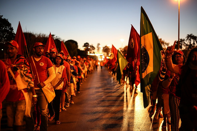 The three columns set off around 6:30 in the morning to Brasília on the fourth day of march - Créditos: Júlia Dolce
