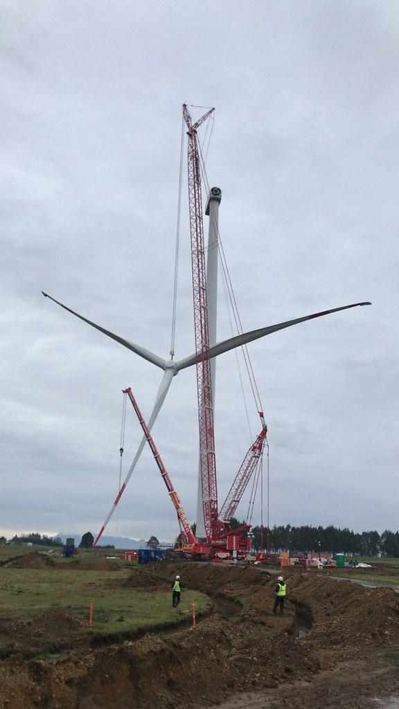 Aurora wind farm lifts first turbine