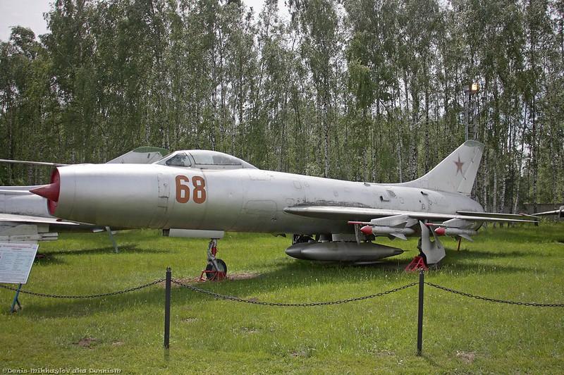 Истребитель-перехватчик Су-9Б.