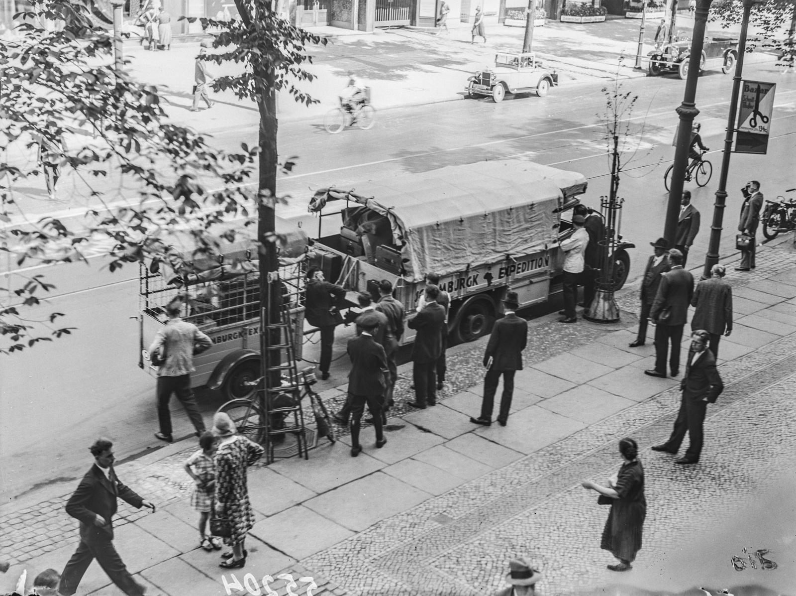 Берлин. Члены экспедиции на Потсдамской улице