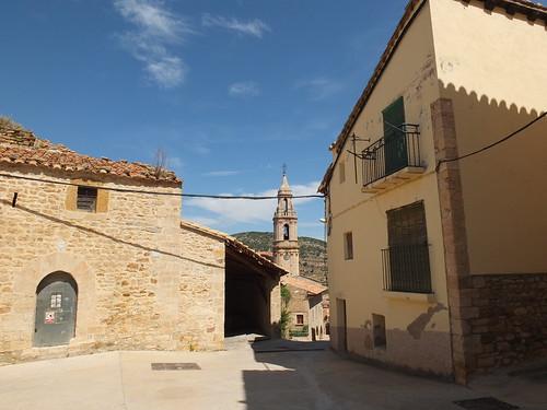Casas - Vista con la torre de la iglesia
