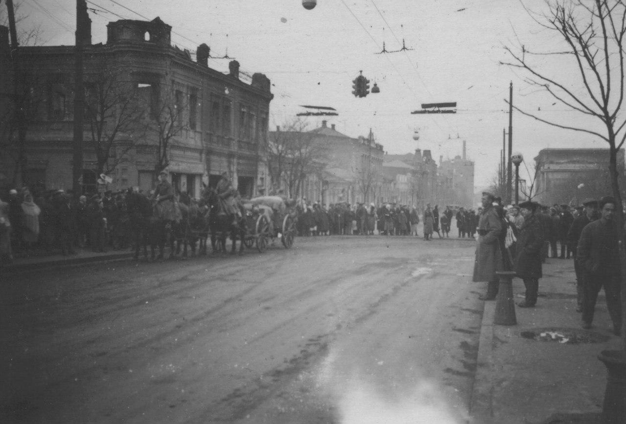 1942. Вид на улицу оккупированного Сталино
