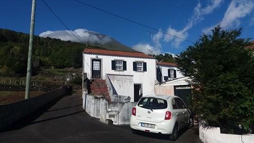 Gingeira: Haus mit Vulkan