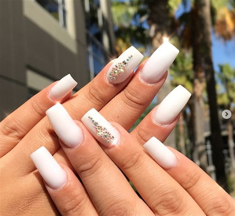 30 Amazing White Acrylic Nail Art Design Ideas Fashonails