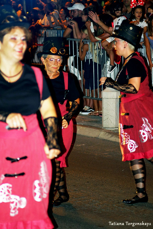 Группа из Иванич-Града во время карнавала в Которе