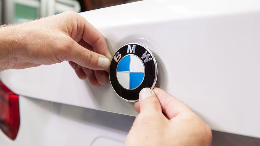 BMW монтажа амблем