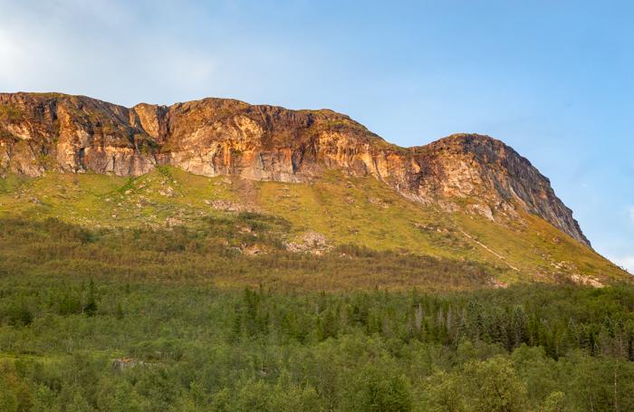 Moottoripyörä Norja maisema Keski-Norja roadtrip harley davidson chopper sportster softail moottoripyörämatkailu vuoristo vuori maisemakuvaaja matkakuvaaja