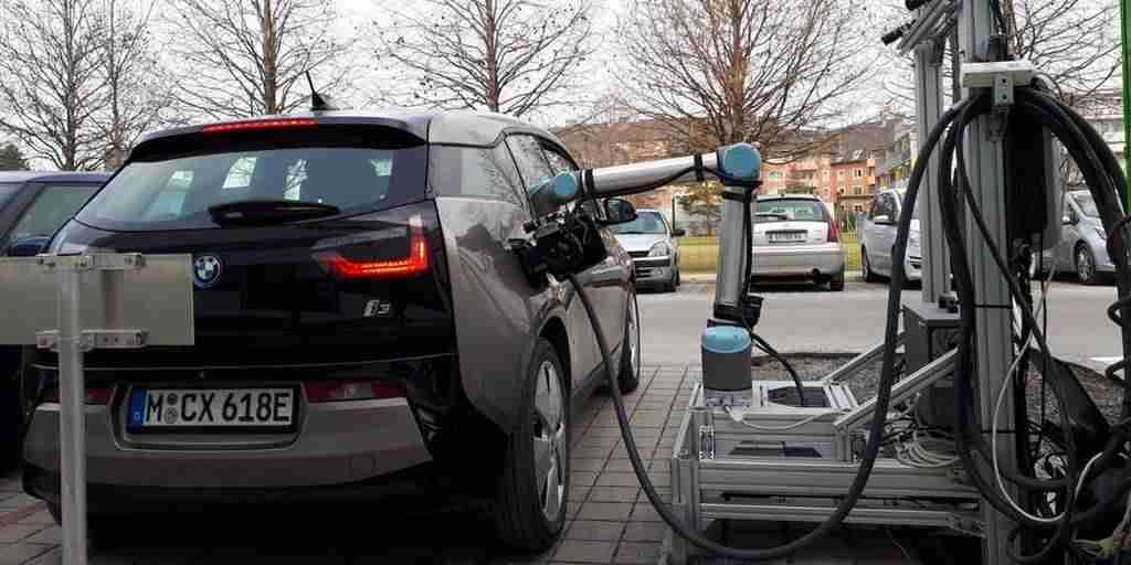 Une station robotique pour recharger les véhicules électriques