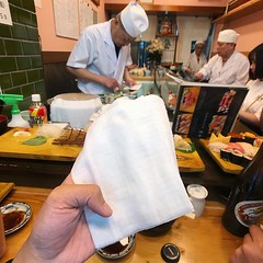 大清早到羽田,我諗唔到有咩節目唔去築地,食完豪華早餐,話咁快就午餐,由外場到內場,炎熱天氣多得師傅預先準備冰雪咁凍既濕紙巾,太貼心了! 【浪遊旅人】https://ift.tt/1zmJ36B #backpackerjim #morning #breakfast #japanese #food #restaurant #sashimi #sushi #fishmarket #tsukijishijo #localmarket #market #tsukiji #tokyo #japan