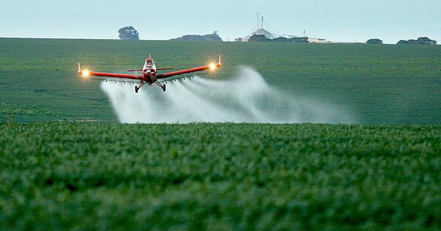 Proposta torna liberação de novos agrotóxicos mais fácil - Créditos: Foto: Agência Brasil