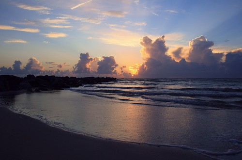 artisticsunrisephotography sunrise florida summer northernflorida 7518 unitedstates usa saintaugustineflorida villanobeach 2018 beach sea sand water atlanticocean waves ocean jetty sunrays5 coth5