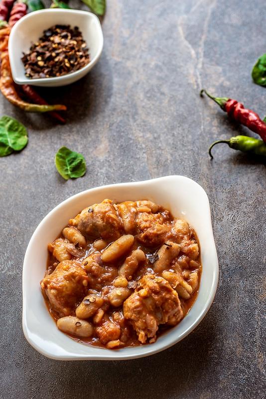 Fagioli e salsiccia in umido - ricetta