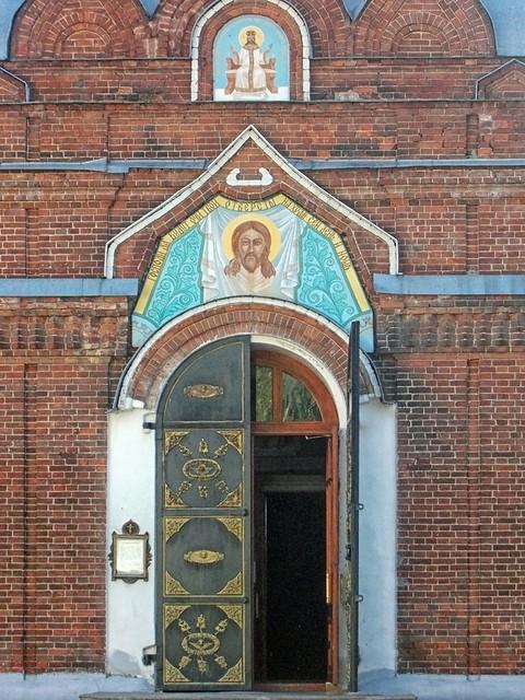 Двери храма, Nikon COOLPIX L23