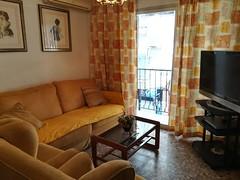 Gran salón comedor, muy soleado, provisto de aire acondicionado. Solicite más información a su inmobiliaria de confianza en Benidorm  www.inmobiliariabenidorm.com