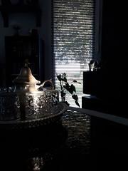 Couché du soleil sur le service à thé...