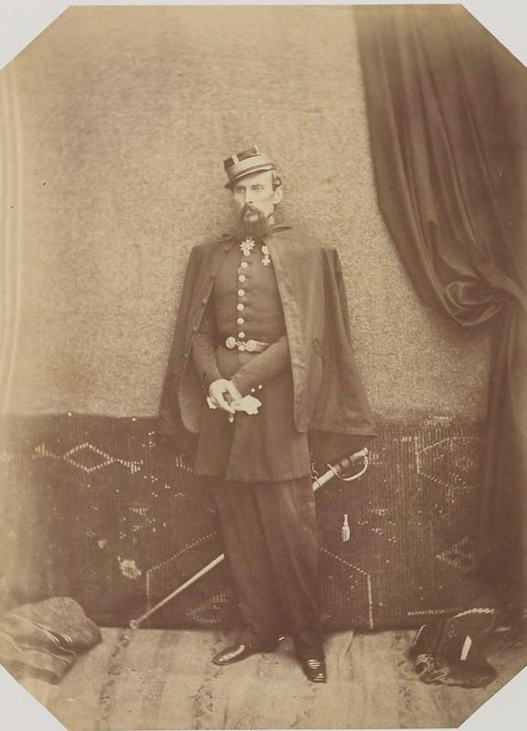 Бригадный генерал Бофорт д'Аутпул, командующий подразделением в Тлемсене