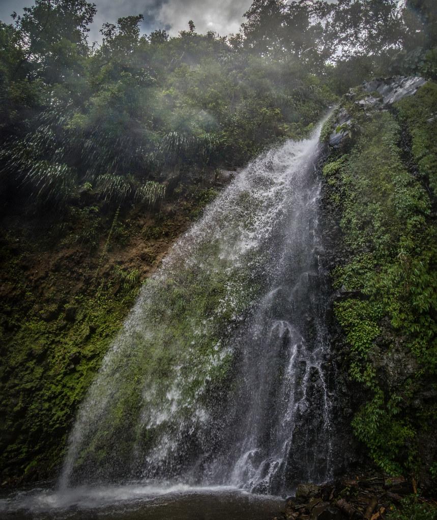 Cascades de St Vincent des Grenadines + version corrigée. 29121201357_5bf286bf5f_b