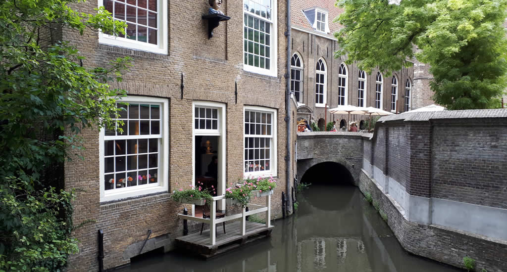 Things do see and do in Gouda, The Netherlands. Canals of Gouda, The Netherlands | Your Dutch Guide