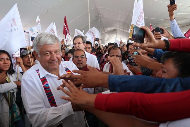Candidato de esquerda cresce nas pesquisas e lidera corrida presidencial no México
