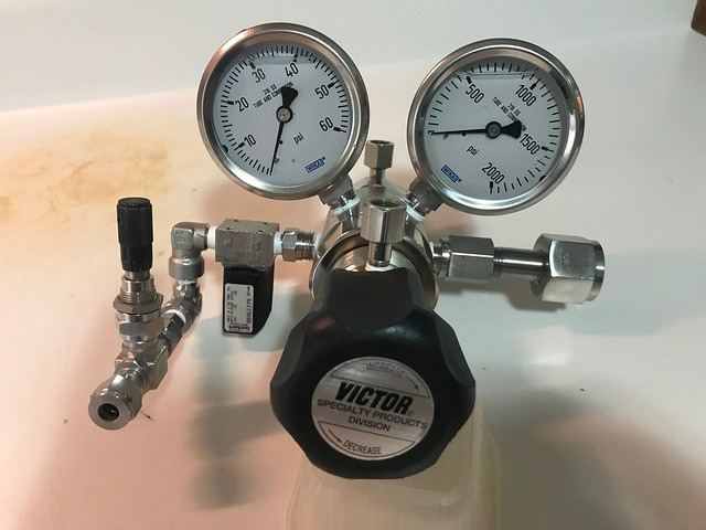 VICTOR HIGH PURITY 3000 PSIG Gas Regulator DE12