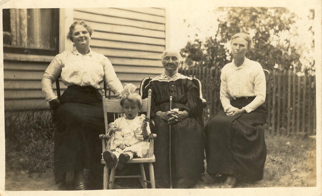 Gardner_ClaraJones_EvelynJ_AnnaGard_Met_1917
