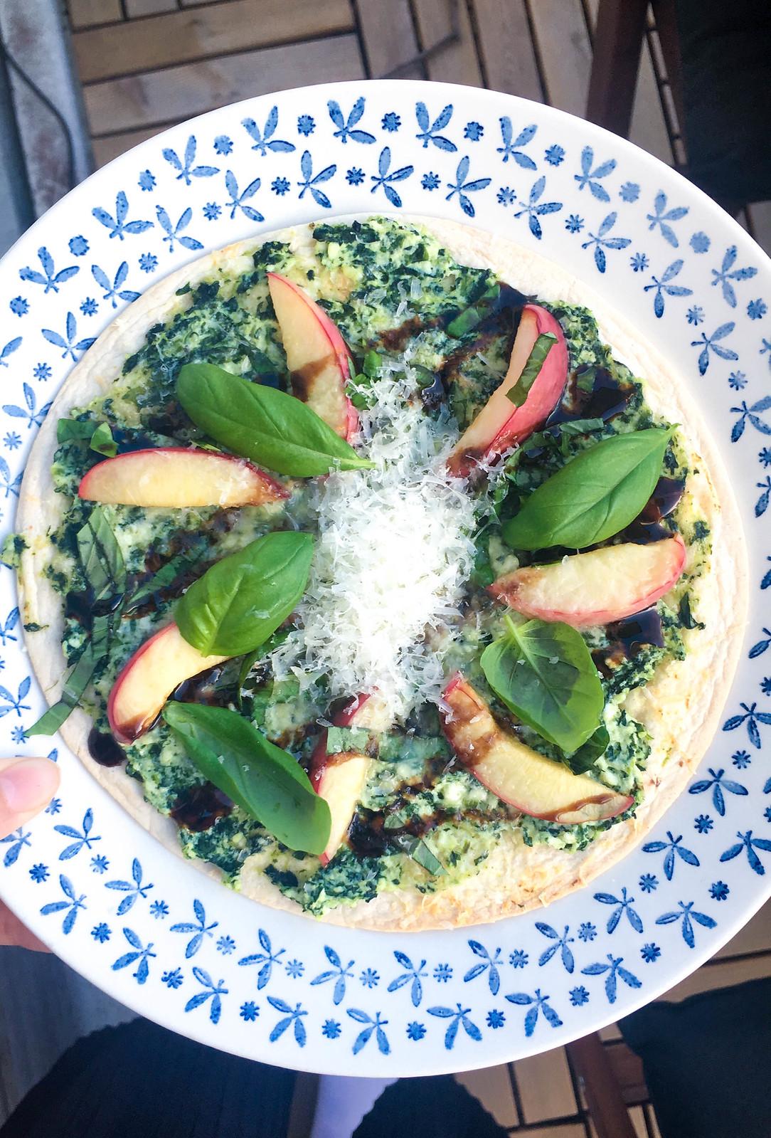 Vegetarisk sommarmat nektarinpizza